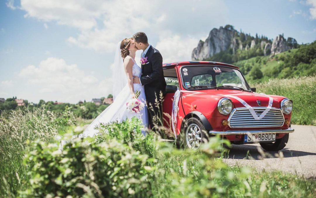 Svadba s červeným Mini Cooprom pod Vršatskými bradlami